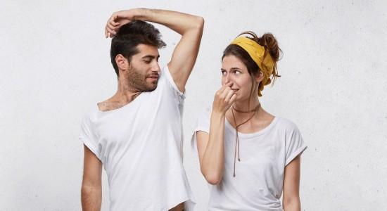 Уменьшает ли бритье подмышек запах пота?